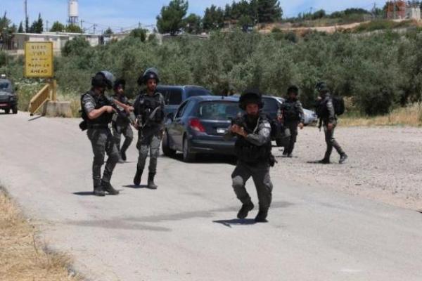Pasukan Israel melakukan tindakan keamanan setelah mereka membunuh dua warga Palestina dan melukai seorang lainnya di bagian utara Tepi Barat, media Israel melaporkan pada 7 Mei 2021. [Nedal Eshtayah - Anadolu Agency]