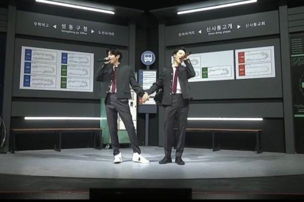 Personel BTS (Jimin dan V) sedang membawakan lagu FRIENDS yang akan dijadikan soundtrack Film Eternals besutan Marvel. (Foto: The Korea Herald)