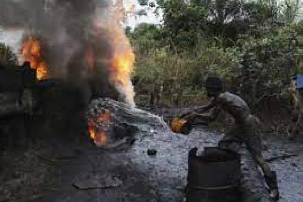 Ilustrasi. Ledakan terjadi di kilang minyak yang dioperasikan secara ilegal di Nigeria, menewaskan sedikitnya 25 orang, termasuk anak-anak (foto: gl-news.com)